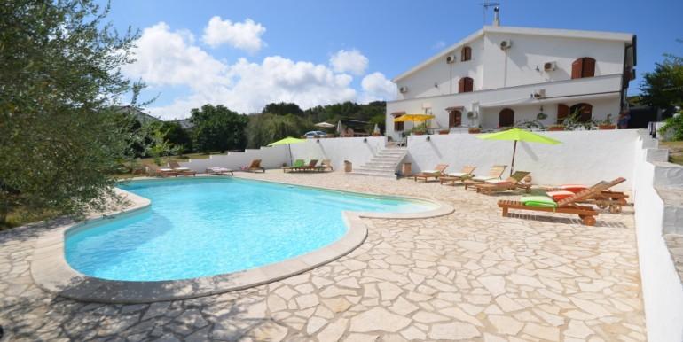 villa con piscina sardegna