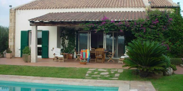 aArzachena vendesi villa con piscina
