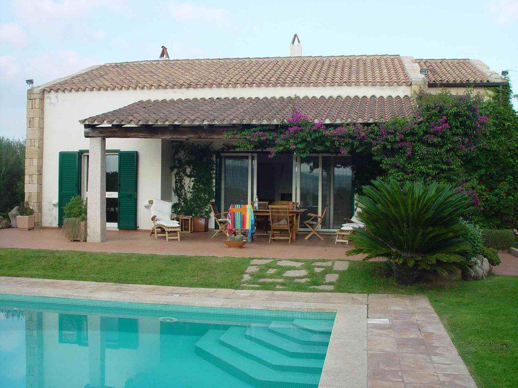 Arzachena vendesi villa con piscina