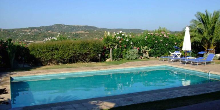 bArzachena vendesi villa con piscina