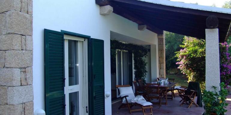 cArzachena vendesi villa con piscina