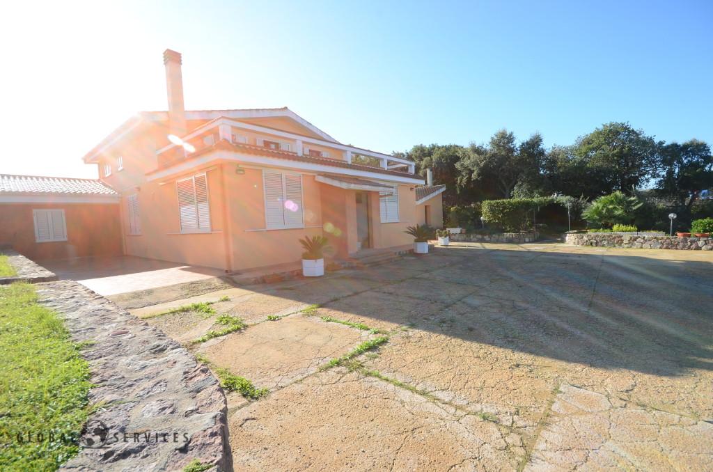 Ampia villa con piscina località Carrabuffas
