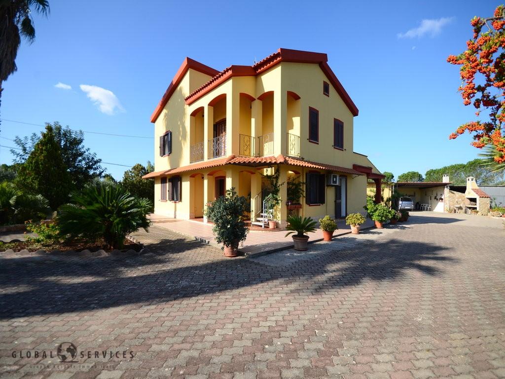 Large villa with land Tanca Farrà
