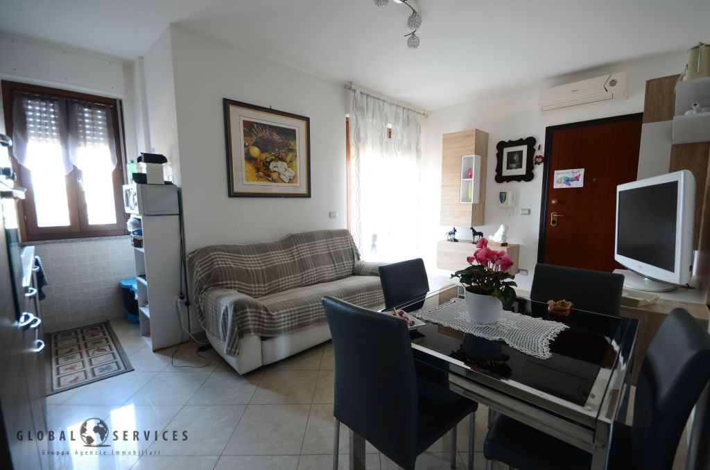Apartment with 2 double bedrooms via De Candia