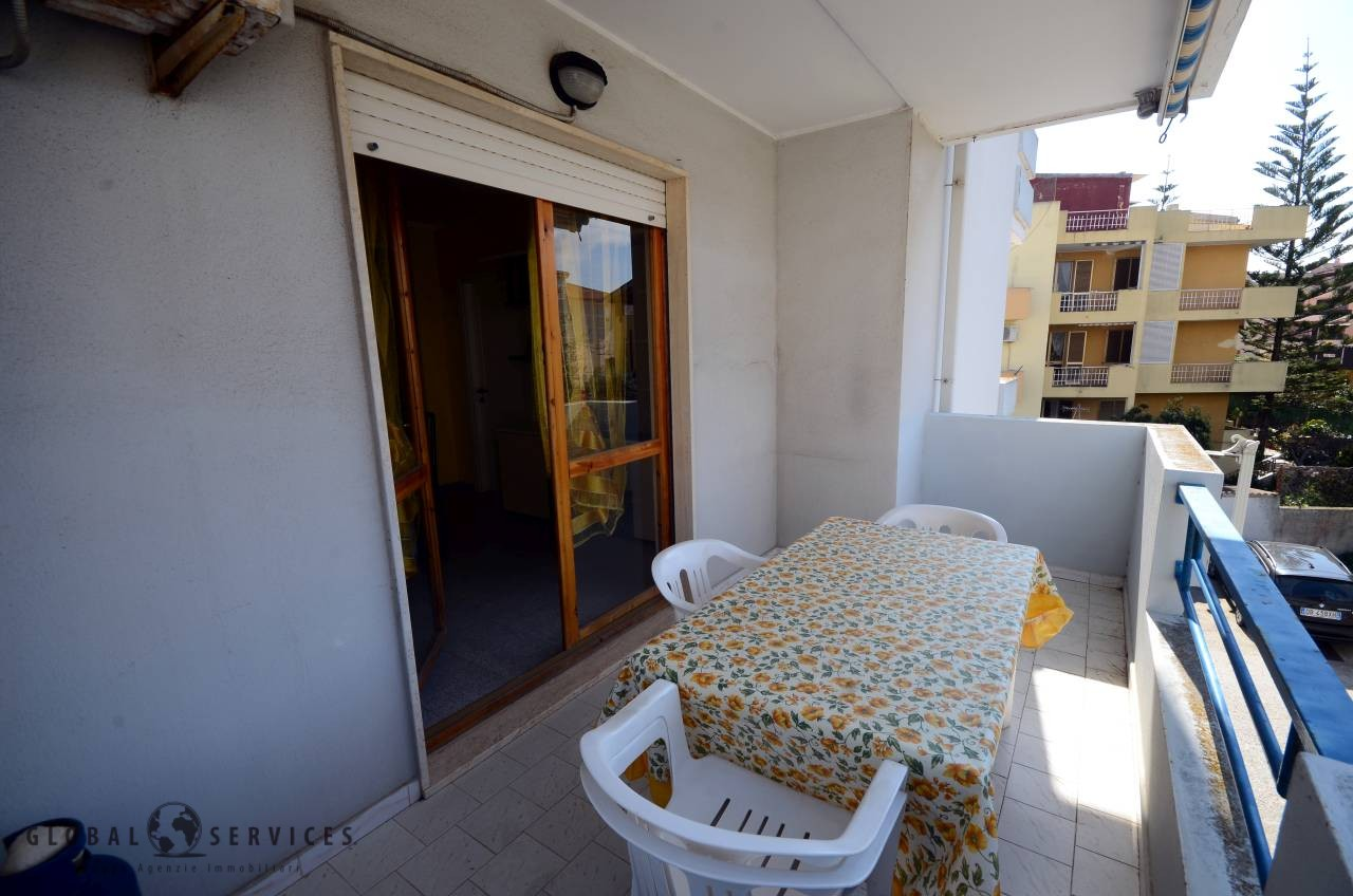 2 bedrooms with terrace near the beach
