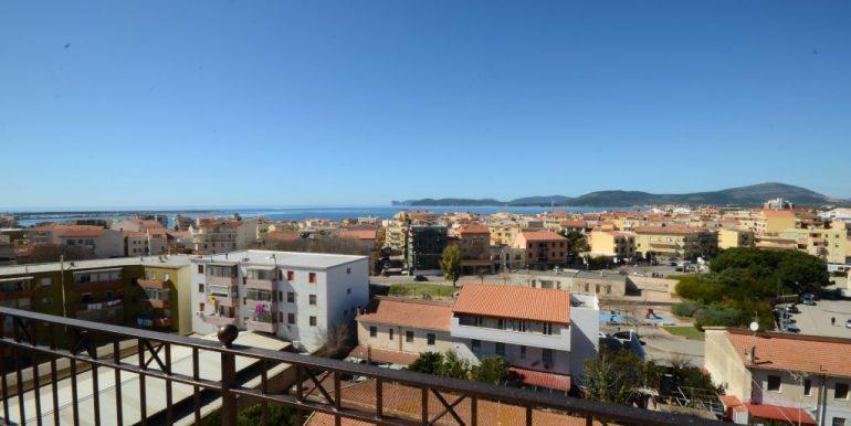 Attico ampia terrazza vista mare zona Pacinotti Alghero (13)