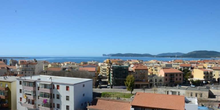 Attico ampia terrazza vista mare zona Pacinotti Alghero (15)