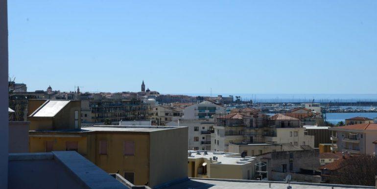 Attico ampia terrazza vista mare zona Pacinotti Alghero (17)