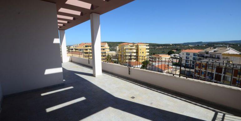 Attico ampia terrazza vista mare zona Pacinotti Alghero (9)