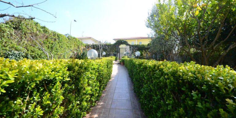 Villetta semi indipendente giardino
