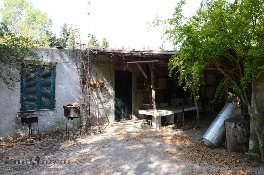 Terreno con casa in Vendita pressi Sella & Mosca