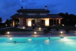 Bellissima villa con piscina in vendita