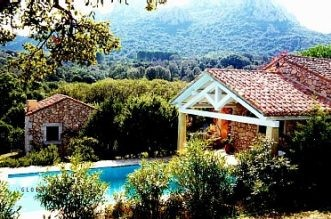 Splendido stazzo con piscina in vendita