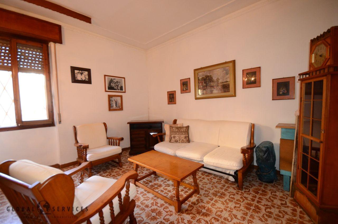 Ampio appartamento in vendita al piano rialzato