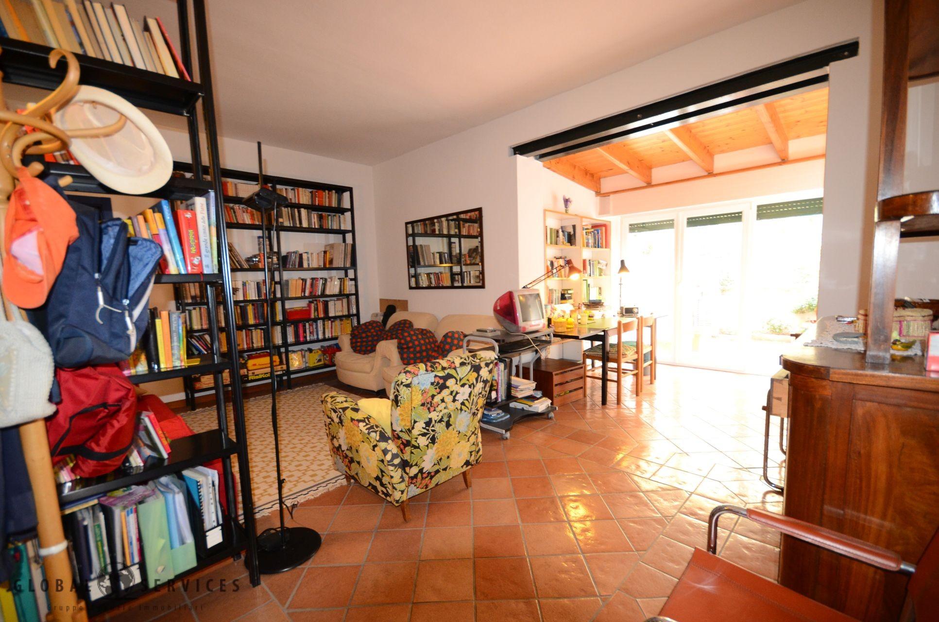 Appartamento indipendente con cortile e garage Alghero