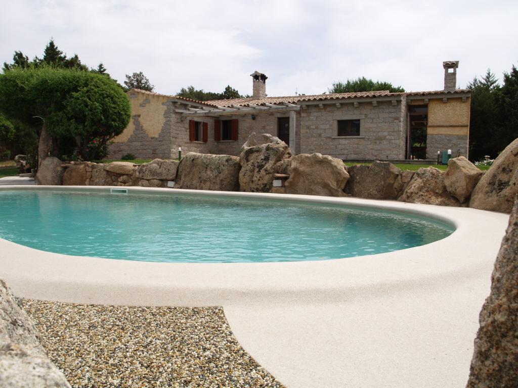 Baia Sardinia vendesi villa
