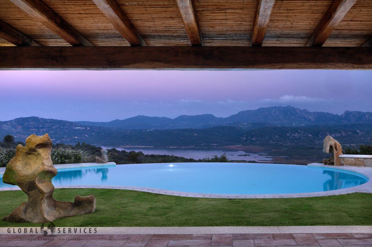 Cugnana villa prestigiosa vista mare vendita.