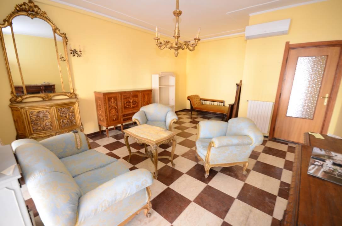 Ampio appartamento zona Carlos V